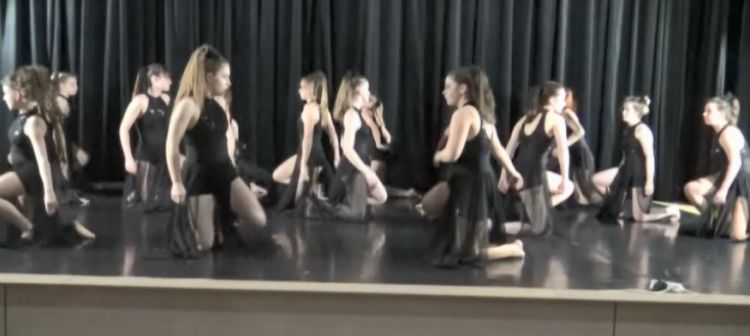 Taneční vystoupení na youtube...